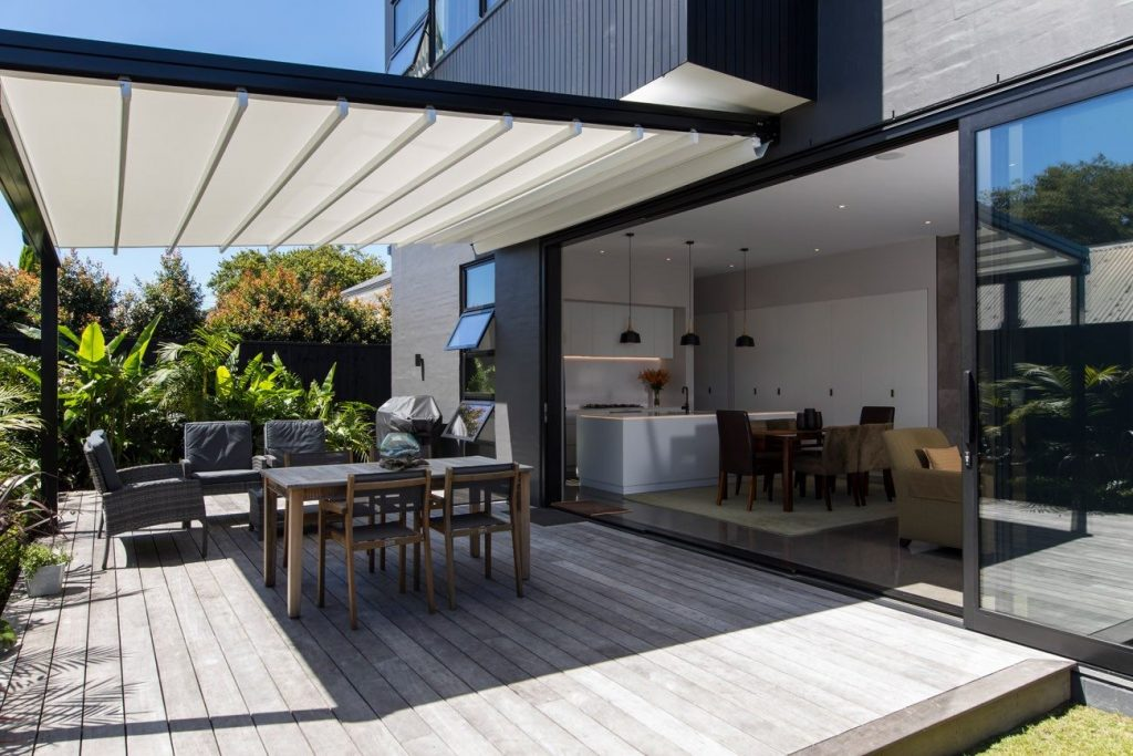 Retractable oztech awning